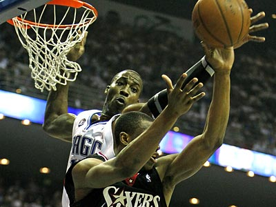 The Sixers had no answer for Orlando star Dwight Howard´s 24 points and 24 rebounds. (Ron Cortes/Staff Photographer)