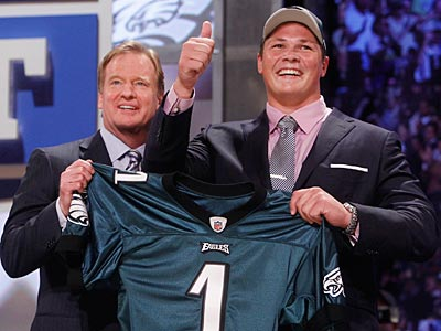 Danny Watkins poses with NFL commissioner Roger Goodell after being taken by the Eagles. (Jason DeCrow/AP Photo)