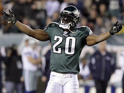 Eagles great Brian Dawkins said he tried to mediate the Donovan McNabb/Terrell Owens spat. (Yong Kim/Staff file photo)