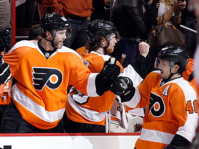 Danny Briere scored two goals for the Flyers, including the game-winning goal in overtime. (Yong Kim/Staff Photographer)