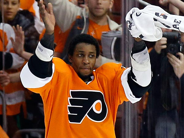 Flyers´ Wayne Simmonds.  (Yong Kim/Staff Photographer)