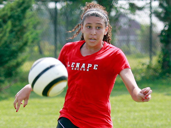 Lenape forward Rachelle Ross controls the ball during a<br />scrimmage. (AKIRA SUWA  /  Staff Photographer)