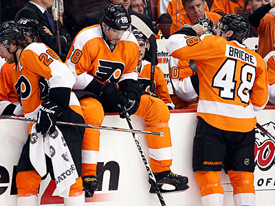 A dejected Flyers bench rests during a third period timeout. (Yong Kim/Staff Photographer)