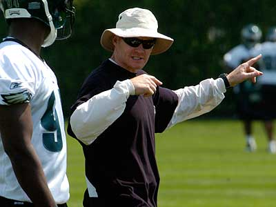How will Sean McDermott re-shape the Eagles´ defense in 2010? (Ron Tarver / Staff photographer)