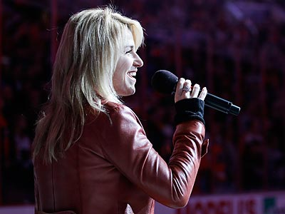 "Lauren Hart´s ""God Bless America"" duet with the late Kate Smith has become a playoff tradition. (Matt Slocum/AP)"