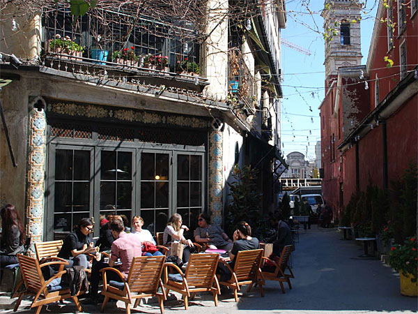 In the Karakoy neighborhood of Istanbul, cafes and galleries share space with the hardware stores and workshops from the district´s industrial past. (Sisi Tang/AP)