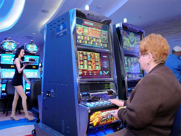 Carol Balog of Pottstown plays the slot machines at the Valley Forge Casino Resort. (Clem Murray / Staff Photographer)