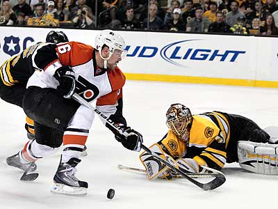 The Flyers have re-signed forward Darroll Powe to a one-year deal. (AP Photo/Elise Amendola)