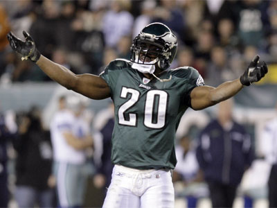 Former Eagles safety Brian Dawkins thinks Donovan McNabb´s newly restructured contract was well-deserved. (File photo)