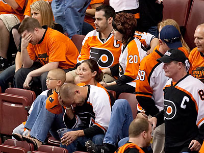 Flyers fans weren´t happy as the final seconds of the game wound down. (Ed Hille/Staff Photographer)