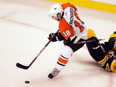 Will Peter Laviolette put Mike Richards and Claude Giroux together in Game 3 against the Bruins? (Yong Kim / Staff Photographer)