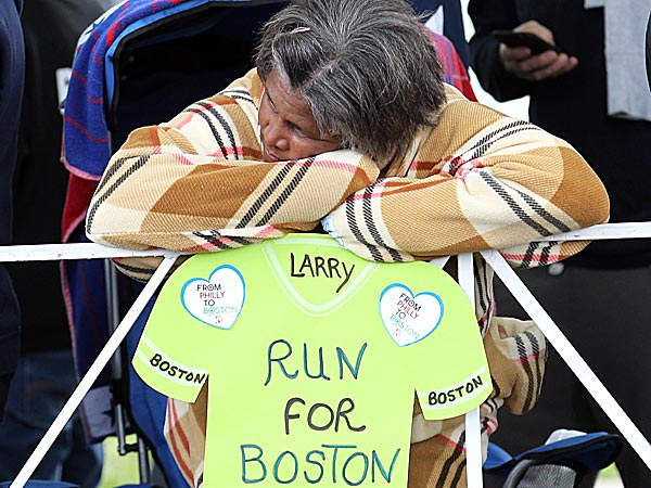 Pat Gibson rests her head before runners entered the Navy Yard in South<br />Philadelphia during the Broad Street Run. (Yong Kim/Staff Photographer)