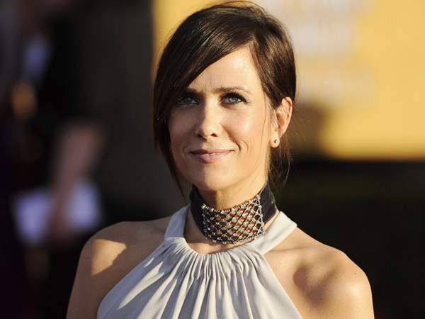 Kristen Wiig arrives at the 18th Annual Screen Actors Guild Awards on Sunday Jan. 29, 2012 in Los Angeles. (AP Photo/Chris Pizzello)