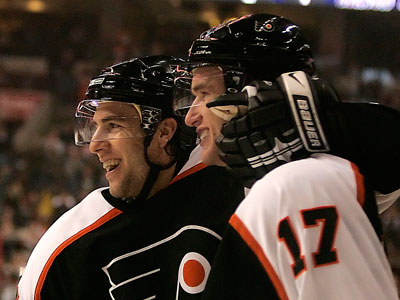 Simon Gagne returned to Flyers practice Thursday afternoon. (Ron Cortes / Staff Photographer)
