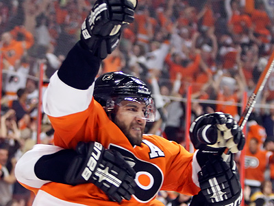 Simon Gagne scores the game winning goal in overtime of game 4 to keep the Flyers´ hopes alive. (Steven M. Falk / Staff Photographer)