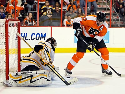 Simon Gagne looks to lead the Flyers to a game 6 victory tonight against the Boston Bruins at 8 p.m. (Steven M. Falk / Staff Photographer)