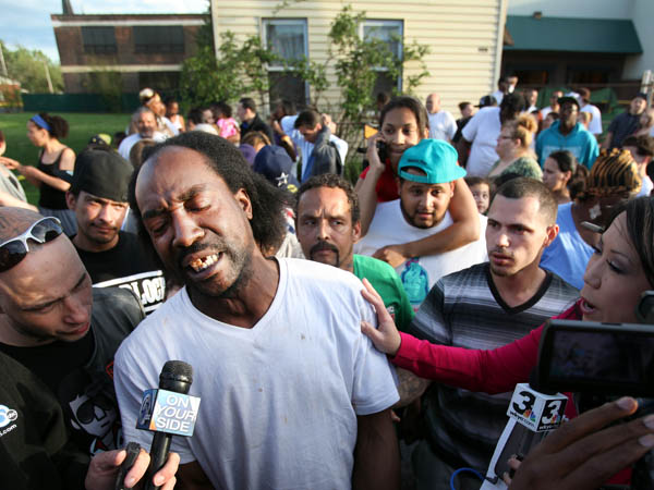 FILE - This May 6, 2013 file photo shows neighbor Charles Ramsey speaking to media near the home where missing women Amanda Berry, Gina DeJesus and Michele Knight were rescued in Cleveland. Ramsey lived next door to where Ariel Castro is alleged to have kept the women in his makeshift prison until Monday afternoon, when Ramsey happened to be home and heard Amanda Berry´s scream. (AP Photo/The Plain Dealer, Scott Shaw) MANDATORY CREDIT CLEVELAND PLAIN DEALER