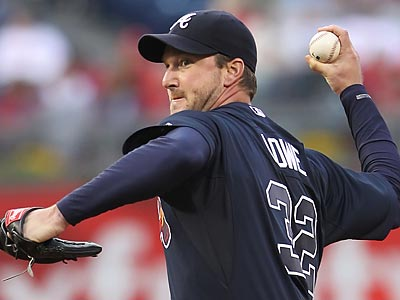 Derek Lowe took a no-hitter into the seventh inning in the Braves´ 5-0 win Friday night. (Michael Bryant/Staff Photographer)