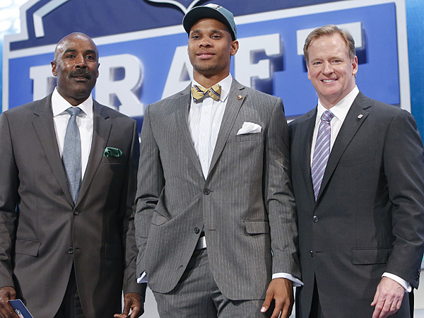 Vanderbilt wide receiver Jordan Matthews, center, poses for photos with NFL commissioner Roger Goodell and former Eagles wide receiver Mike Quick after being selected by the Eagles in the second round of the 2014 NFL Draft. (Jason DeCrow/AP)<br />