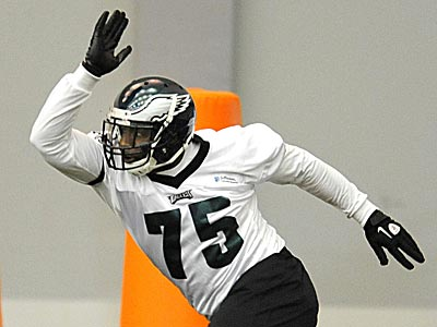 Eagles defensive end Vinny Curry participates in a drill during rookie camp. (Clem Murray/Staff Photographer)