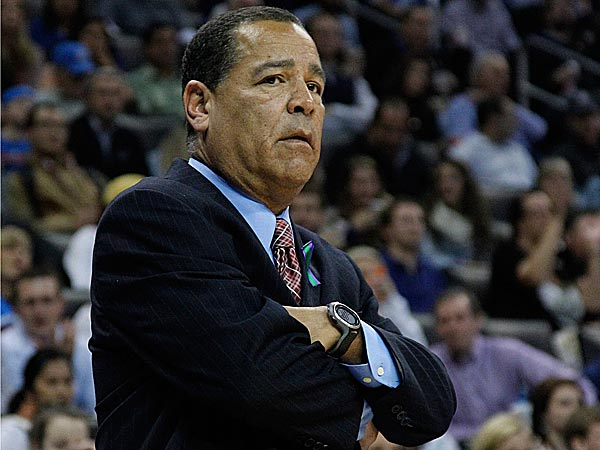 The 76ers have received permission to interview Houston assistant Kelvin Sampson. (Sue Ogrocki/AP)