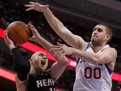 Spencer Hawes will be a free agent when the season ends. (Ron Cortes/Staff Photographer)