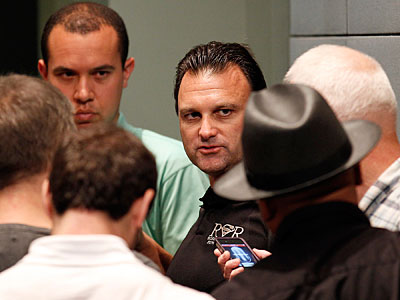 Drew Rosenhaus talks to reporters after the Eagles announced LeSean McCoy´s five-year extension. (Yong Kim/Staff Photographer)