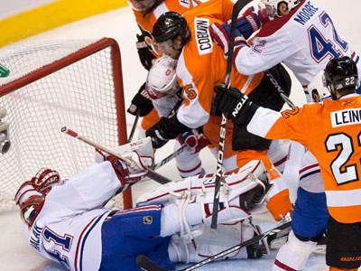 The Flyers scored four goals on Jaroslav Halak in Game 1 by crowding the front of the net. (Ed Hille / Staff Photographer)