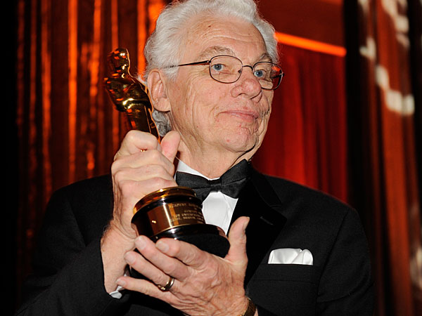 Cinematographer Gordon Willis poses with his honorary Oscar following The Academy of Motion Picture Arts and Sciences 2009 Governors Awards, Saturday, Nov. 14, 2009, in Los Angeles. News of the cinematographer´s death circulated around Hollywood on Sunday night. (AP Photo/Chris Pizzello)