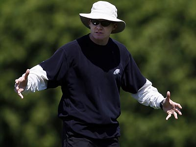 Assistant coach Sean McDermott oversaw the defense´s workouts at Eagles minicamp this afternoon. (David Maialetti/Staff Photographer)