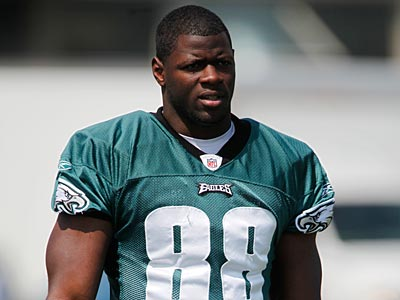 Eagles TE Cornelius Ingram had a Baker´s cyst drained in the back of his leg/calf Thursday. (AP Photo/Matt Rourke)