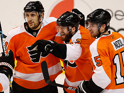 Flyers´ Ville Leino, center, has 11 points in 10 playoff games this post season. (David Maialetti / Staff Photographer)