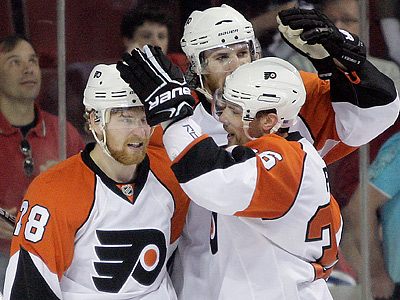 Claude Giroux celebrates his empty net goal in the third period. (Yong Kim / Staff Photographer)