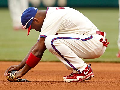 Jimmy Rollins reacts after missing a tag on Elvis Anders during the Phillies´ 2-0 loss to the Rangers. (Ron Cortes/Staff Photographer)