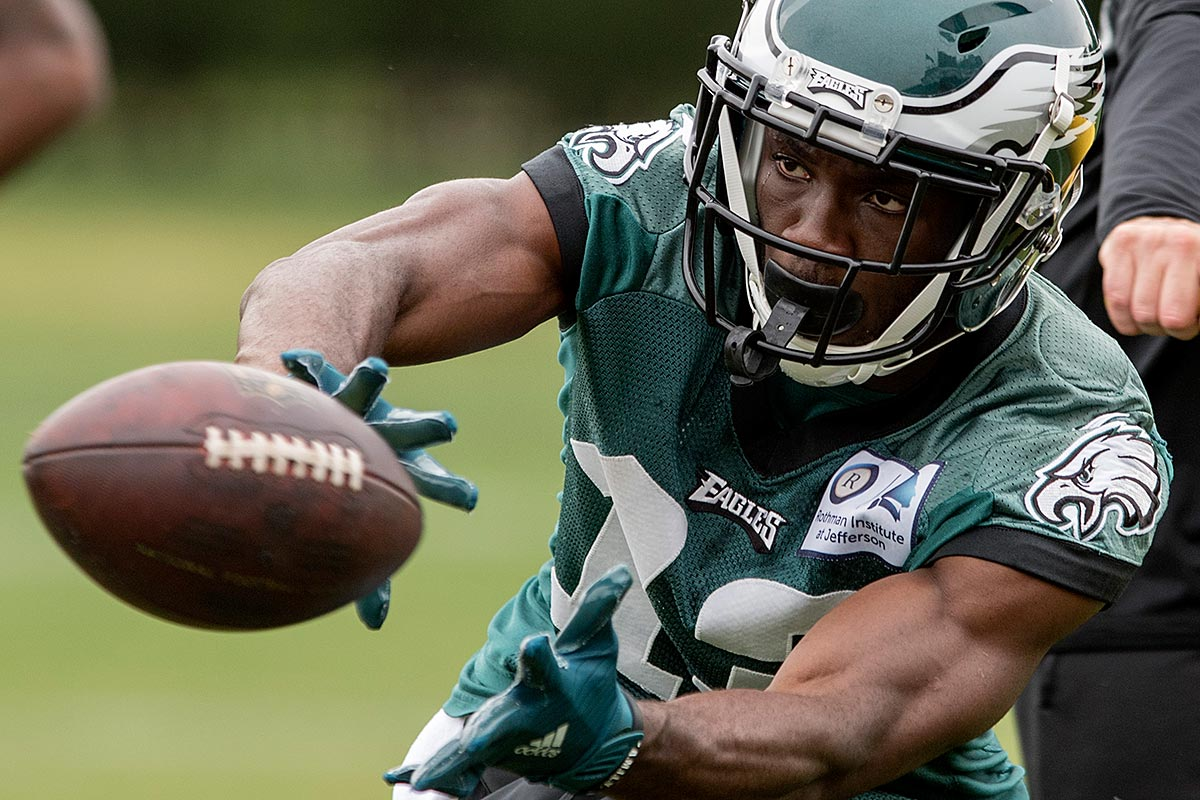 Eagles wide receiver Nelson Agholor catches a pass during OTAs.