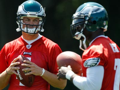 Eagles quarterbacks Kevin Kolb and Michael Vick participate in practice. (AP Photo/Matt Slocum)