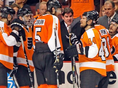 Flyers head coach Peter Laviolette talks to his team during Game 5. (Steven M. Falk / Staff Photographer )
