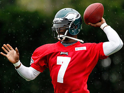 Quarterback Michael Vick ranked 70th in NFL Network´s Top 100 rankings. (Matt Rourke/AP)