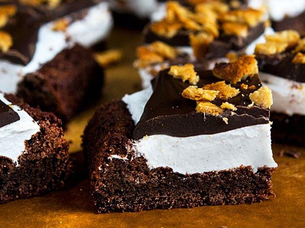 Gluten-Free S'mores Brownies. (glutenfreeonashoestring.com)