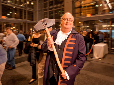 Ben Franklin (portrayed by J. Ward Larkin) wielding the Hammer of Glory at 2010´s Philly Beer Week.