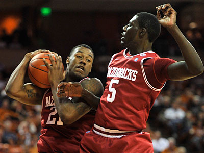 Arkansas´ Delvon Johnson, left, will be one of six players at the Sixers´ pre-draft workout (AP Photo/Michael Thomas)