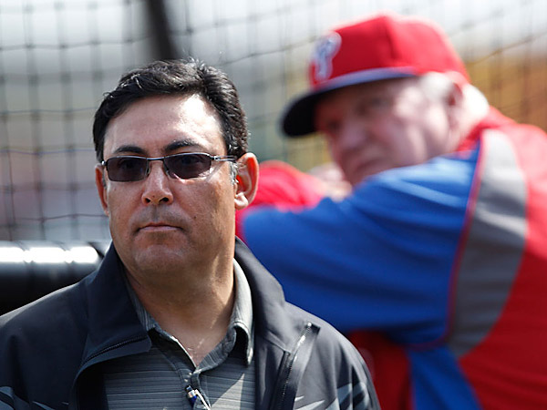 Phillies´ GM Ruben Amaro Jr., left, and former manager Charlie Manuel.
