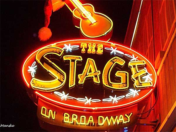 Applaud oodles of talent at music halls and honky tonks—many along Broadway. (Laura Manske)