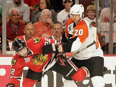 Chris Pronger has provided enough muscle to make ´Hawks coach Joel Quenneville consider changing his lines.  (Yong Kim / Staff Photographer)