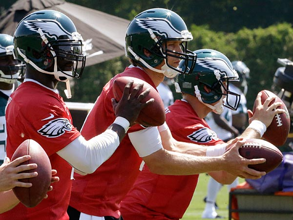 Philadelphia Eagles quarterbacks G.J. Kinne, left, Michael Vick, Connor Barwin and Matt Barkley, practice at the team´s NFL football training facility, Friday, May 31, 2013, in Philadelphia. (AP Photo/Matt Rourke)
