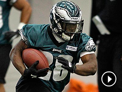 Eagles running back Dion Lewis faces pressure to hold on to his backup role. (Alejandro A. Alvarez/Staff Photographer)