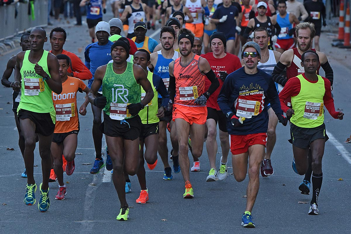 The 2016 Philadelphia Marathon starts with the elite men runners on the Ben Franklin Parkway November 20, 2016.