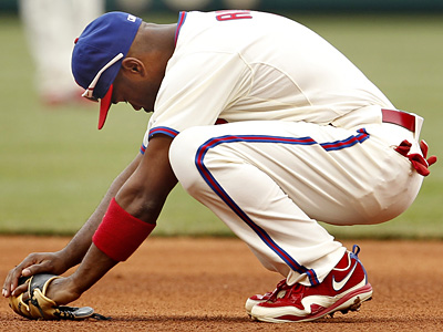 Despite a positive physical examination, Jimmy Rollins still has deep bruising on his right patella. (Ron Cortes / Staff Photographer)