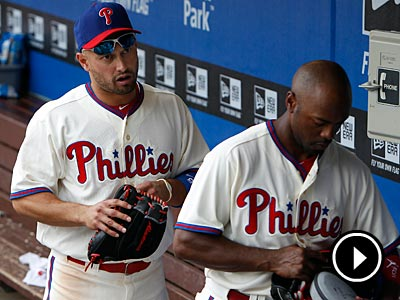 Shane Victorino and Jimmy Rollins clear out of the dugout after the Phillies´ loss on Thursday. (David Maialetti/Staff Photographer)