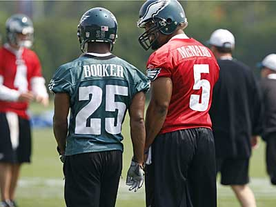 Running back Lorenzo Booker and Donovan McNabb participate in Monday´s Eagles practice. Rookie LeSean McCoy joined them after being sidelined with a thumb injury. (David Maialetti / Staff Photographer)